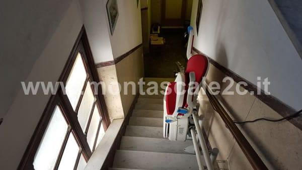 Foto scattata in una casa di Ceranesi presso la quale è stato installato un Montascale curvilineo a doppia guida