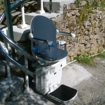 montascale a poltroncina curvilineo da esterno