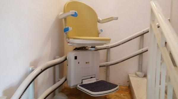 installazione montascale poltroncina curvilineo doppia guida a sassello