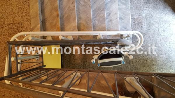 Foto delle scale utilizzabili grazie al montascale a poltroncina curvilineo a doppia guida ideato da Montascale 2c a Rapallo