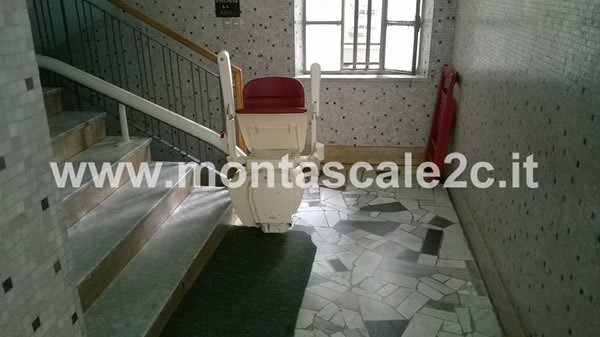 Foto di un palazzo di Asti presso il quale è stato installato un montascale a poltroncina curvilineo monoguida