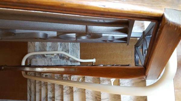 Foto delle scale un palazzo di Casale Monferrato presso il quale è stato installato dalla ditta Montascale 2c un montascale a poltroncina curvilineo monoguida