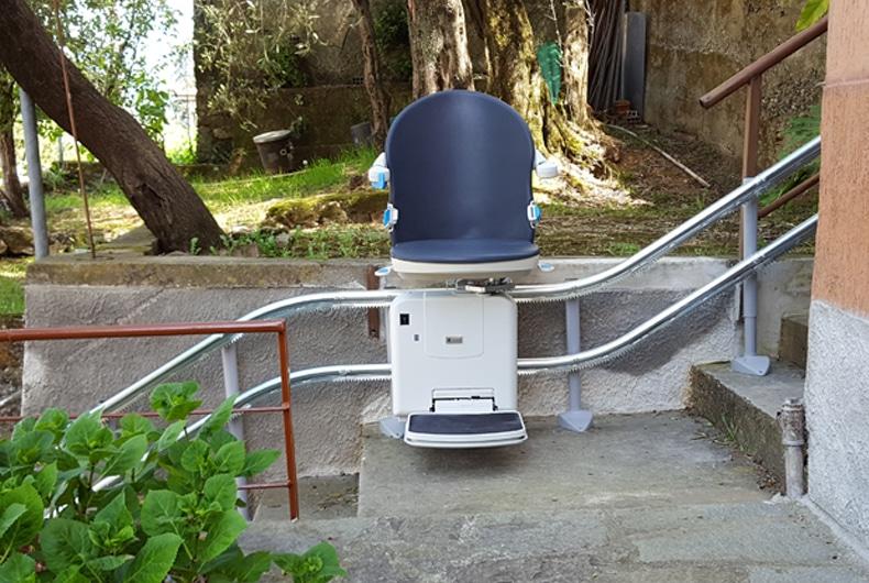 Montascale A Poltroncina Per Scale Esterne: Come Raggiungere In Sicurezza Giardini E Garage