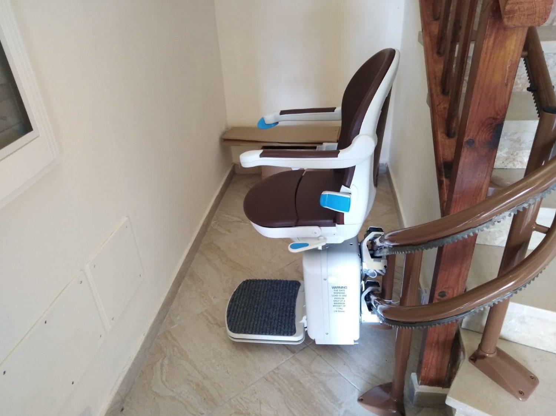 montascale installato in un appartamento di tortona