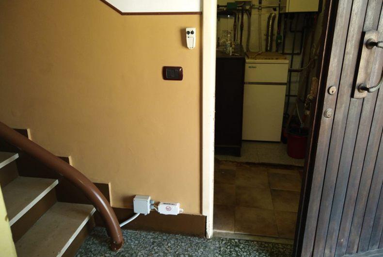 particolare installazione montascale a Parodi Ligure, comune in provincia di Alessandria