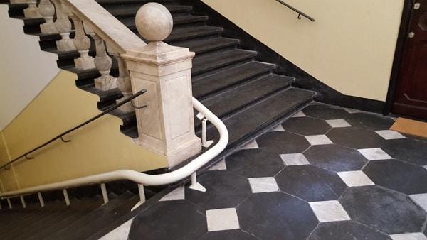 Montascale in palazzo tutelato da Beni Culturali
