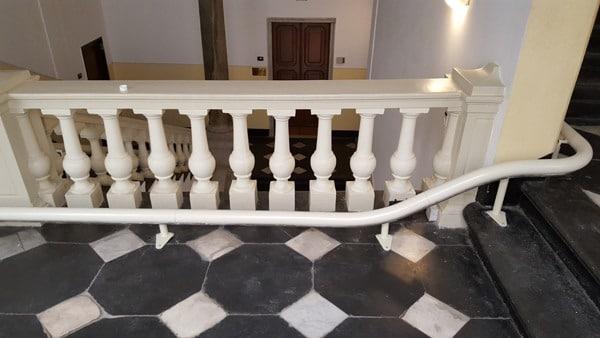 Montascale in palazzo tutelato da Belle Arti