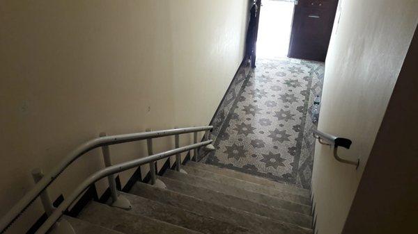 Vista montascala sottile per condominio