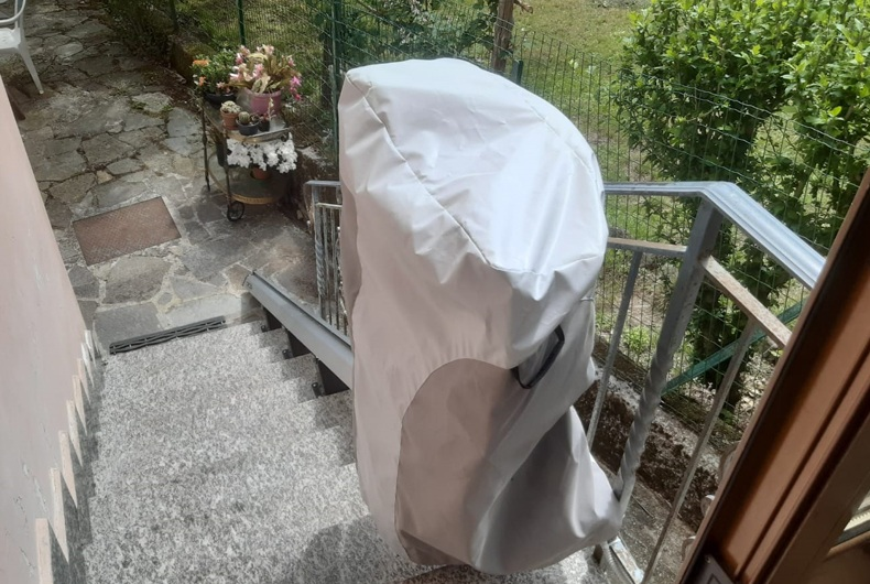Vista montascale a Busalla in giardino scala all'aperto
