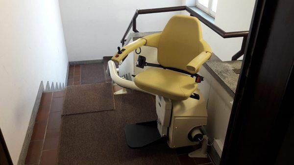 Saliscale con percorso su misura, vista sedile aperto